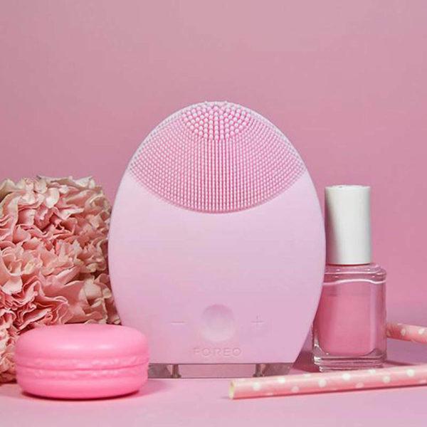 Elektrische Gesichtsmassagebürste Foreo - lila, Pulsmassage sensitive Anti Aging - Kosmetikset