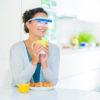 photobiologische Vitalbrille - Lichttherapiebrille tragen